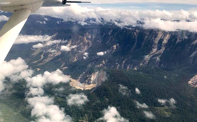 A handout photo shows several landslides on mountains in the Muller range after an earthquake struck Papua New Guinea's Southern Highlands, Feb. 26, 2018. (Steve Eatwell-Mission Aviation Fellowship/Handout via Reuters)
