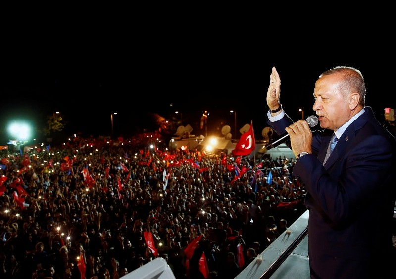 Erdou011fan addresses the crowd in Istanbul after the victory (AA Photo)