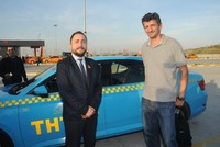 Turkish taxi driver returns bag full of cash to owner