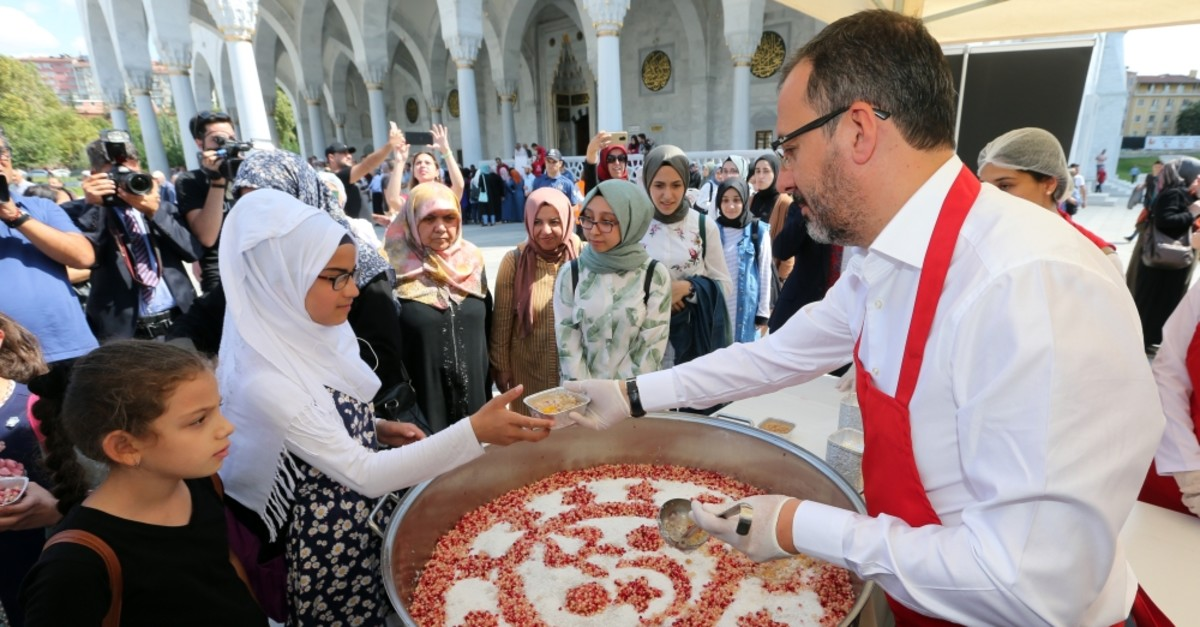 Minister of Youth and Sports Muharrem Kasapou011flu serves ashura dessert to people at a mosque in Ankara, Sept. 9, 2019.