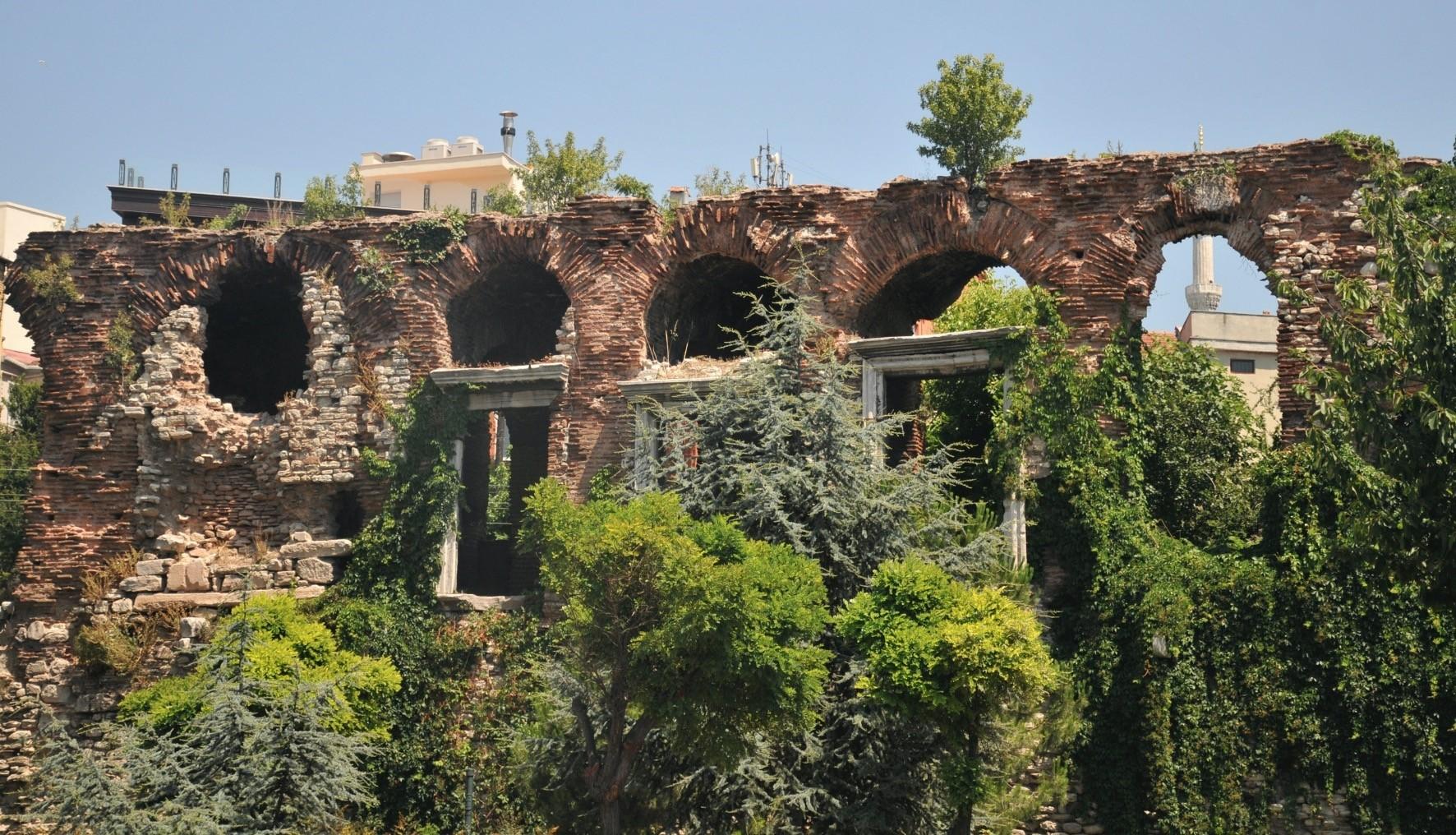 The Boukoleon Palace is located in the u00c7atladu0131kapu0131 neighborhood of the Fatih district.
