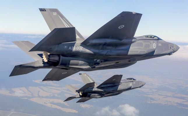 global fleet of f 35 fighter jets grounded after us crash daily sabah