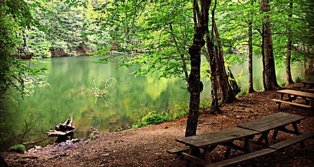 حديقة البحيرات السبع بتركيا تستقبل آلاف الزوار