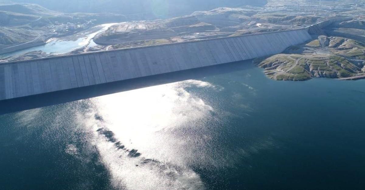 The Il?su dam on the Tigris river near the village of Il?su, along the border of Mardin and ??rnak provinces. (AA Photo)