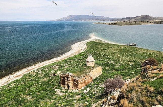 Çarpanak Island on Lake Van is one of the islands under protection.