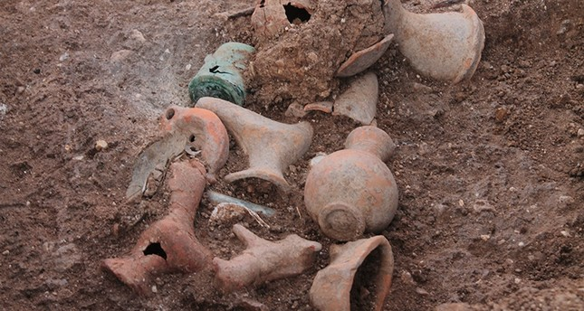 2,200-year-old eye cream jar found in tomb in western Turkey