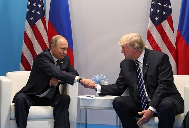 Russian President Vladimir Putin (L) and US President Donald J. Trump (R) shake hands during their meeting on the sidelines of the G20 summit in Hamburg, Germany, 07 July 2017. (EPA Photo)