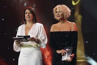 Award ceremony marred with unfortunate gestures
