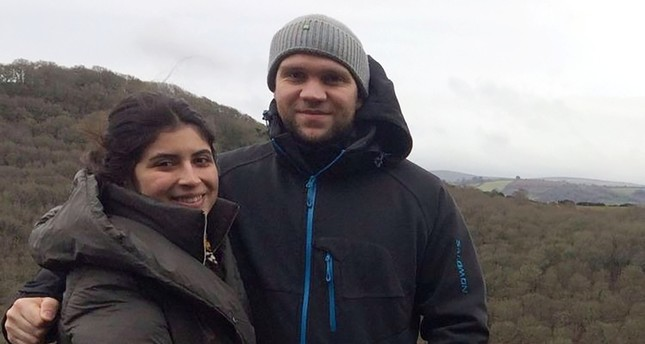 صورة للمواطن البريطاني ماتيو هيدجز مع زوجته (الفرنسية)