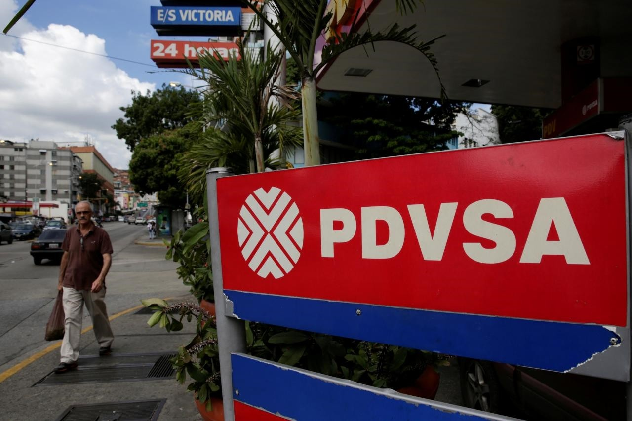 A man walks past the corporate logo of the state oil company PDVSA at a gas station in Caracas, Venezuela December 1, 2017. (Reuters Photo)