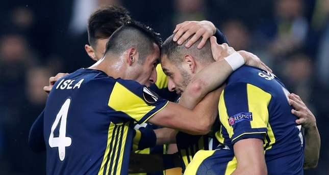 Fenerbahçe's Islam Slimani celebrates scoring their first goal with Mauricio Isla and team mates. (REUTERS Photo)