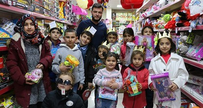 pA toyshop owner in Turkey's central Anatolian province Konya is offering presents to children under the age of eleven who read the Arabic and Turkish interpretations of the Asr surah from the...