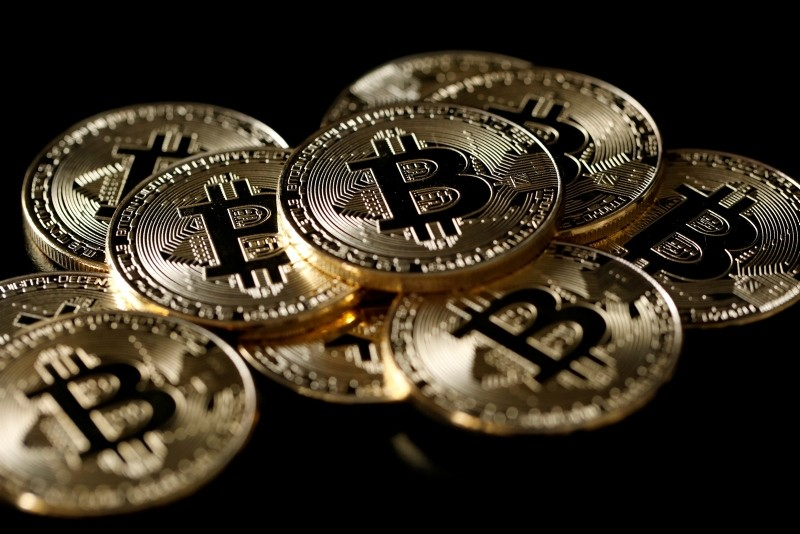 A collection of Bitcoin (virtual currency) tokens are displayed in this picture illustration taken December 8, 2017. (REUTERS Photo)
