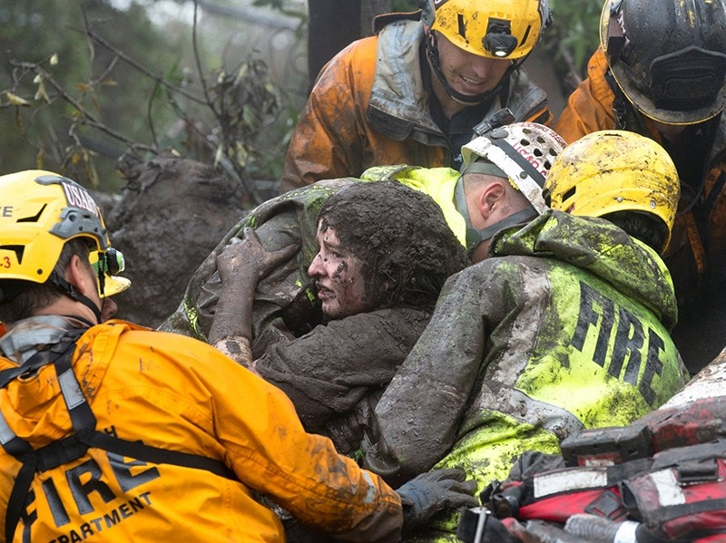 Emergency personnel carry a woman rescued from a collapsed house after a mudslide in Montecito, California, U.S. Jan. 9, 2018. (Reuters Photo)
