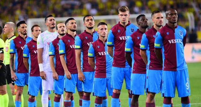 Trabzonspor squad during the recitation of the national anthem before the Trabzonspor-Fenerbahçe match, Sept. 1, 2019.
