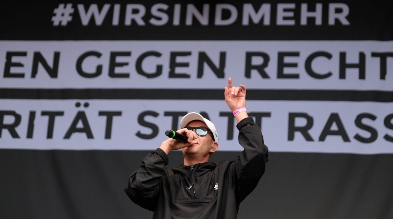 HipHop singer Trettmann performs on stage during the concert to say 'No' to the far right on September 3, 2018 in Chemnitz, eastern Germany.