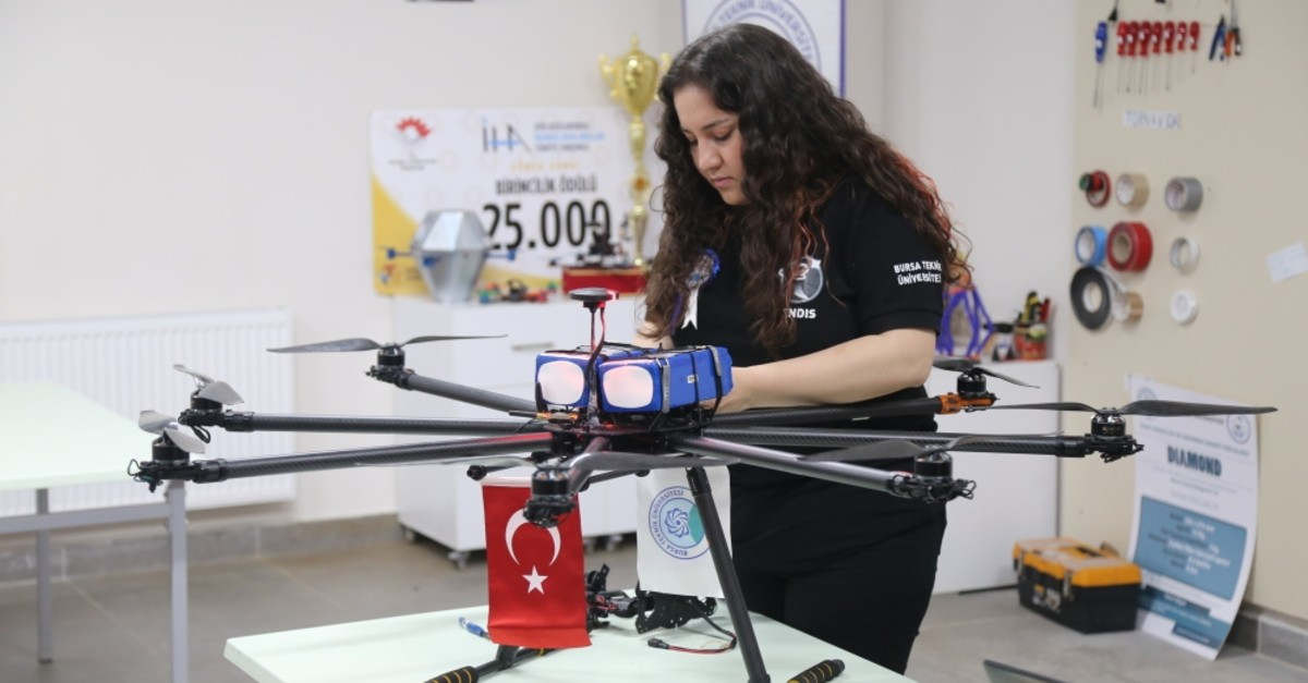The octocopter is able to define people, objects and fly for half an hour.