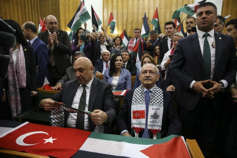 CHP members wave Turkish and Palestinian flags ahead of Chairman Kemal Ku0131lu0131u00e7darou011flu's parliamentary group meeting on May 15, 2018. (AA Photo)