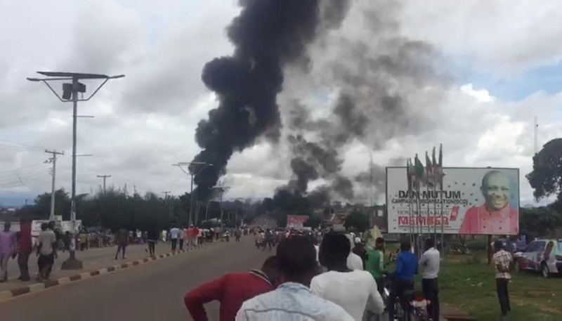 A smoke and fire are seen during a gas explosion in Lafia, Nigeria, September 10, 2018 (Reuters via Twitter/@fauxhemian_)