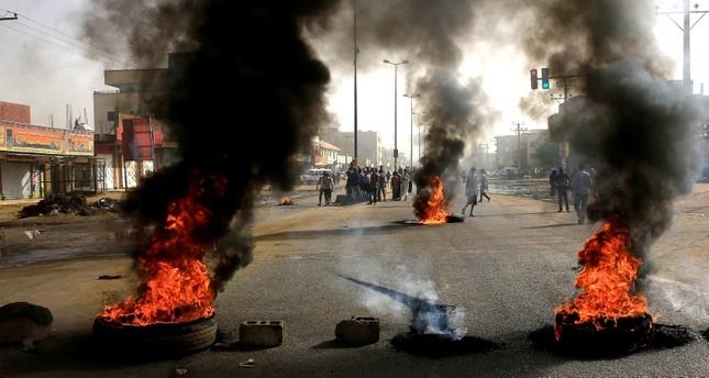 صورة أثناء فض الاعتصام بالخرطوم- (أرشيفية)