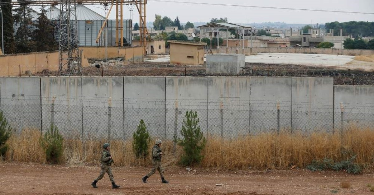 Turkish soldiers patrol along a wall on the border line between Turkey and Syria, in the Turkish border town of Ceylanpinar, in Sanliurfa province, Turkey, October 29, 2019. (REUTERS Photo)