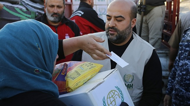 Turkish aid group Humanitarian Relief Foundation IHH has aided 60,000 victims of the earthquake that struck the Iran-Iraq border. AA Photo