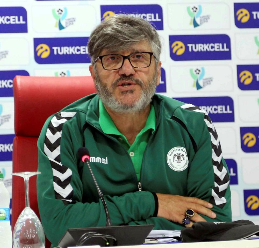 Konyaspor coach Mustafa Reu015fit Aku00e7ay