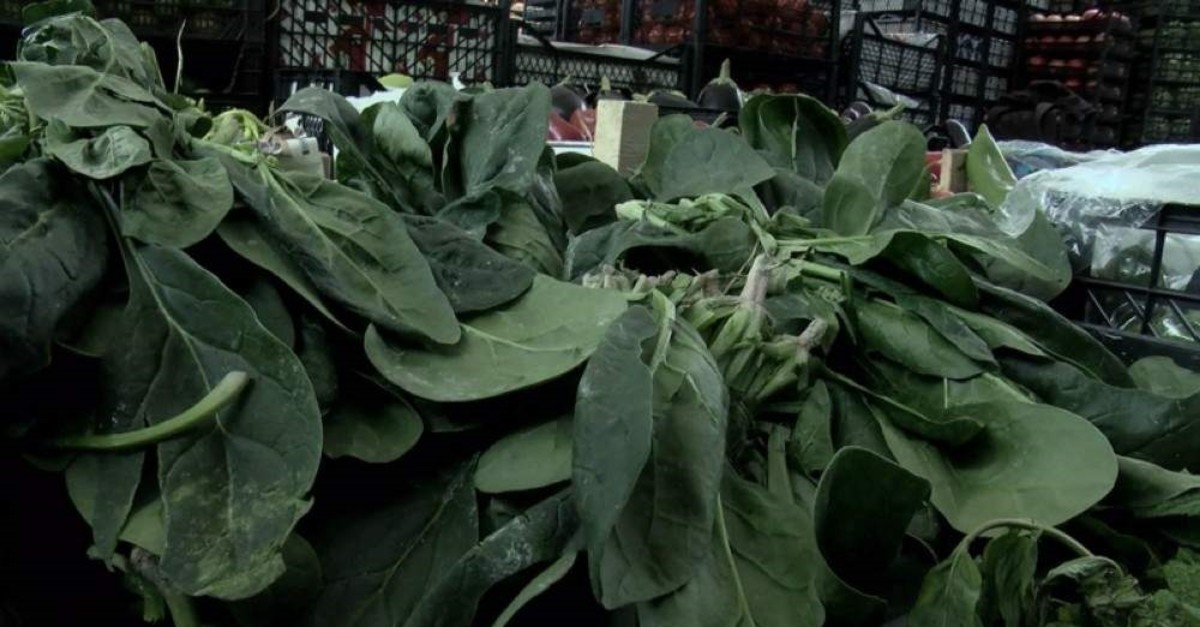 Bundles of spinach for sale in an Istanbul market. (DHA Photo)