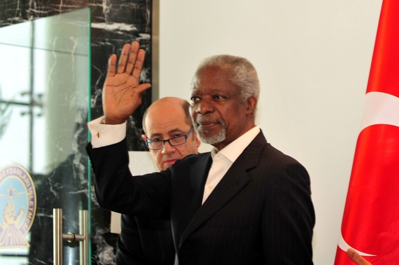 In this April 10, 2012 file photo, Kofi Annan, then Joint Special Envoy of the United Nations and the Arab League for Syria, waves after a press conference in Hatay Airport, southern Turkey. (Photo: Sabah / Ilhami Yu0131ldu0131ru0131m)