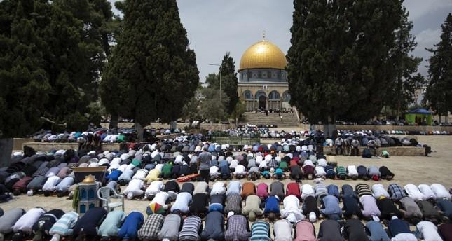 الشرطة الإسرائيلية تعتقل ثلاثة معتكفين خلال اقتحام مستوطنين للمسجد الأقصى