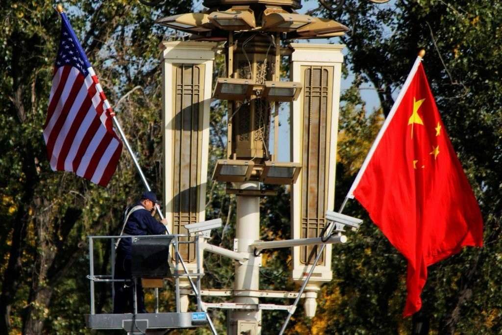 A worker places U.S. and China flags near the Forbidden City ahead of a visit by U.S. President Donald Trump to Beijing, China Nov. 8, 2017. (REUTERS Photo)