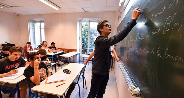 A picture taken on May 30, 2017  in Nice shows students attending a mathematic class at the Michelet high school for gifted children. (AFP Photo)