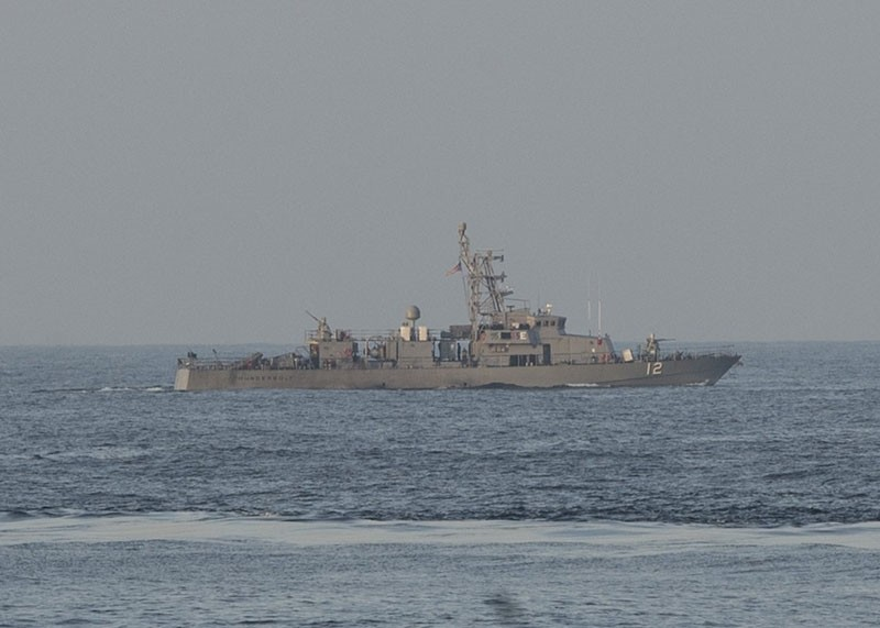 A handout photo made available by the US Department of Defense shows the coastal patrol craft USS Thunderbolt (PC 12) in the Persian Gulf, Jan. 07, 2015. (EPA Photo)