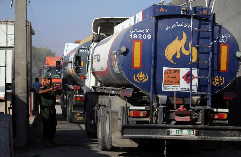 A member of Palestinian security forces gestures as a fuel tanker arrives at Kerem Shalom crossing in Rafah in the southern Gaza Strip August 15, 2018. (Reuters Photo)