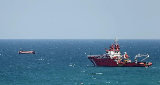 إنقاذ طاقم سفينة شحن بعد انشطارها نصفين قرب مضيق البوسفور