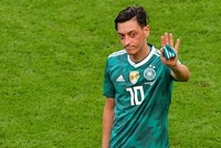Özil quits German national team after racial abuse