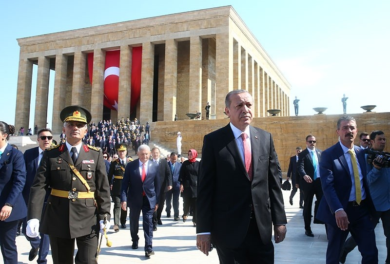 President Recep Tayyip Erdou011fan, accompanied by top government officials, leaves Anu0131tkabir, the mausoleum of Republic's founder Mustafa Kemal Atatu00fcrk, after the Victory Day ceremony, on Aug. 30, in Ankara. (AA Photo)