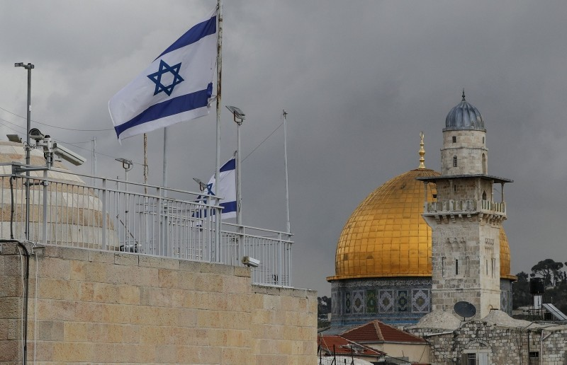 Israeli flags flutter atop a building in Jerusalem's old city next to the Dome of the Rock mosque situated in the al-Aqsa mosque compound in Jerusalem's old city, on February 17, 2019. (AFP Photo)