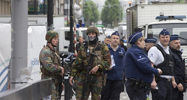 Man arrested amid fear of attempted bombing at Brussels shopping centre