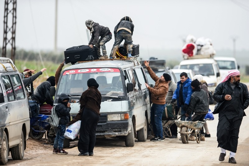 Civilians leaving from Manbij arrive in the area controlled by Turkish-Free Syrian Army forces in northern Syria, Dec. 19, 2018. (DHA Photo)