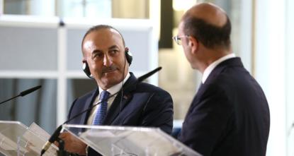 قال وزير الخارجية التركي، مولود جاويش أوغلو، اليوم الأربعاء، إن اللقاءات التي يجريها الرئيس رجب طيب أردوغان، مع زعماء الاتحاد الأوروبي، على هامش قمة حلف شمال الأطلسي