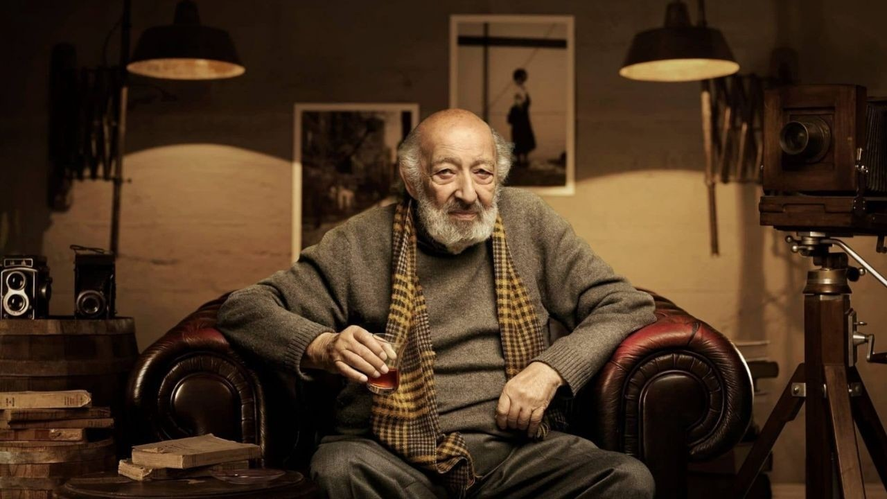 Turkeyu2019s legendary photojournalist Ara Gu00fcler, also known as the ,Eye of Istanbul,, passed away at the age of 90 late Wednesday, leaving behind the worldu2019s largest photo archive depicting the Turkish society and people in the 20th century.