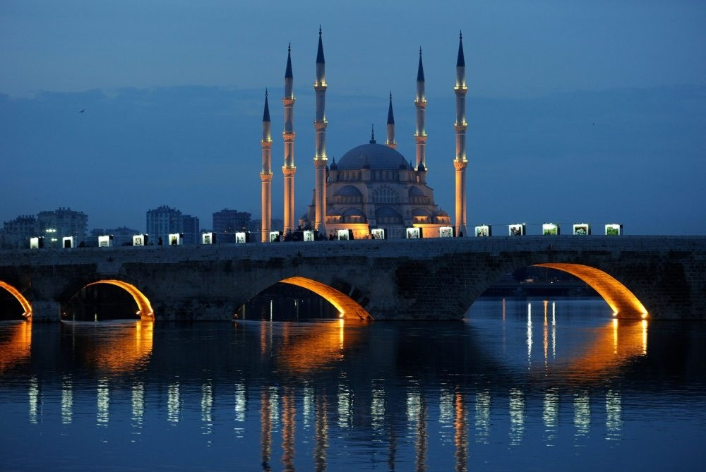 The historical Stone Bridge over the Seyhan River and the Sabancu0131 Central Mosque in the background.