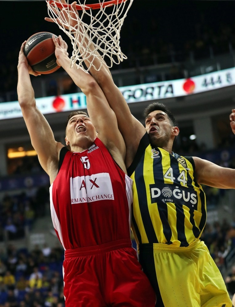 Milan's Kaleb Tarcewski (L) in action against Fenerbahu00e7e's Ahmet Du00fcveriou011flu (R) during the Euroleague basketball match in Istanbul, last week.
