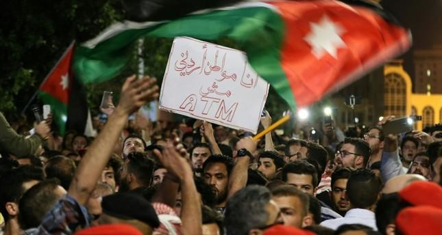 الشارع الأردني متظاهرا ضد إجراءات التقشف الحكومية (الفرنسية)