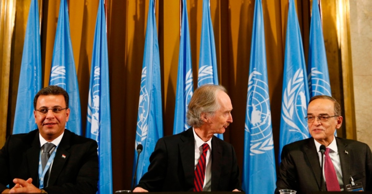 UN Special Envoy to Syria Geir Pedersen (C), co-chair Ahmad Al-Kuzbari (L) and co-chair opposition Syrian Negotiations Commission Hadi Al-Bahra attend ceremony to mark opening of a meeting of Syria constitution-writing committee (AFP Photo)