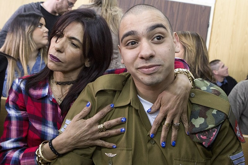 Israeli soldier Elor Azaria (R) with his mother at the start of his sentencing hearing in a Israel military court in Tel Aviv, 21 February 2017 (EPA Photo)