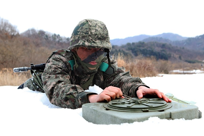 A picture made available 09 February 2017 shows a soldier placing an anti-tank mine during a military drill in Hwacheon County, Gangwon Province, South Korea, 08 February 2017. (EPA Photo)