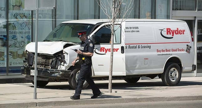 A rented van sits on a sidewalk about a mile from where several pedestrians were injured in northern Toronto, Canada, 23 April 2018. (EPA Photo)