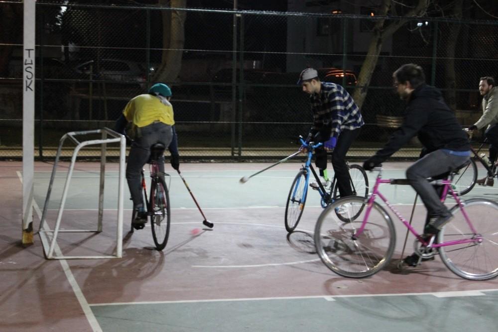 The Istanbul Bike Polo team at the Selamiu00e7eu015fme Park in Bostancu0131.